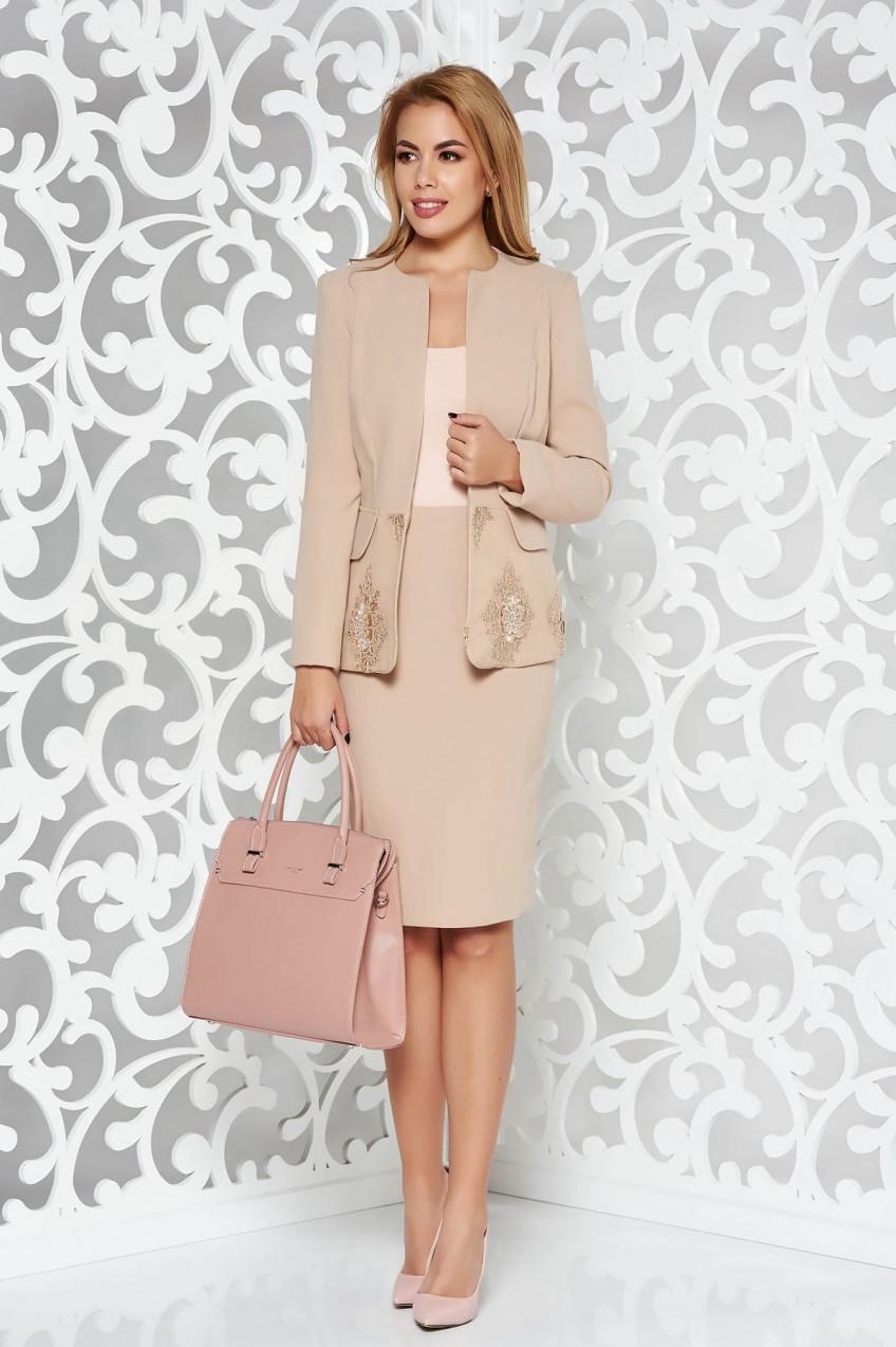 f1adf5c00a Krém női kosztüm elegáns rugalmatlan szövet belső béléssel hímzett  betétekkel